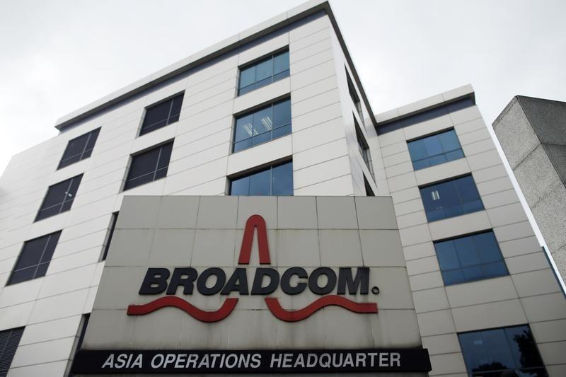 Avago nears deal for fellow chipmaker Broadcom: sources