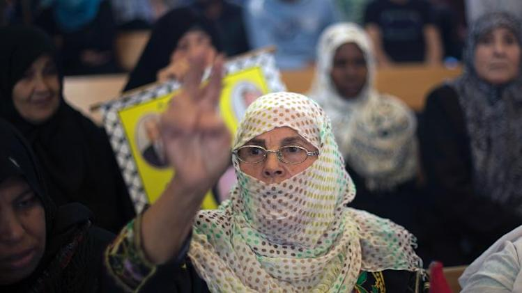 A relative of Palestinian prisoners held in Israeli jails, flashes the sign of victory on October 28, 2013 at the Red Cross office in Gaza City after Israel approved the release of 26 Palestinian prisoners