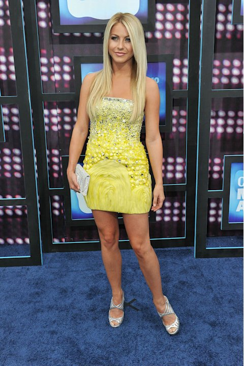 Julianne Hough CMT