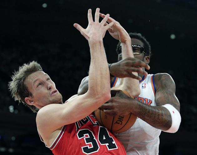 New York Knicks forward Amare Stoudemire, right, gets tangled up with Chicago Bulls forward Mike Dunleavy (34) in the second half of their NBA basketball game at Madison Square Garden in New York, Wed