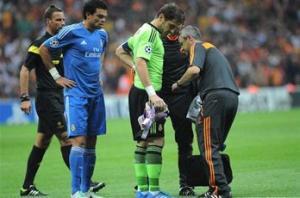 Casillas sustains bruised rib