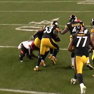 Pittsburgh Steelers center Maurkice Pouncey catches batted pass