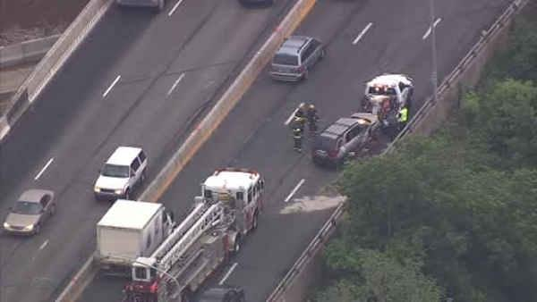 2 injured in crash on I-95 near Cottman in Tacony
