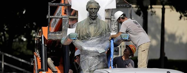 University of Texas removes Confederate statue