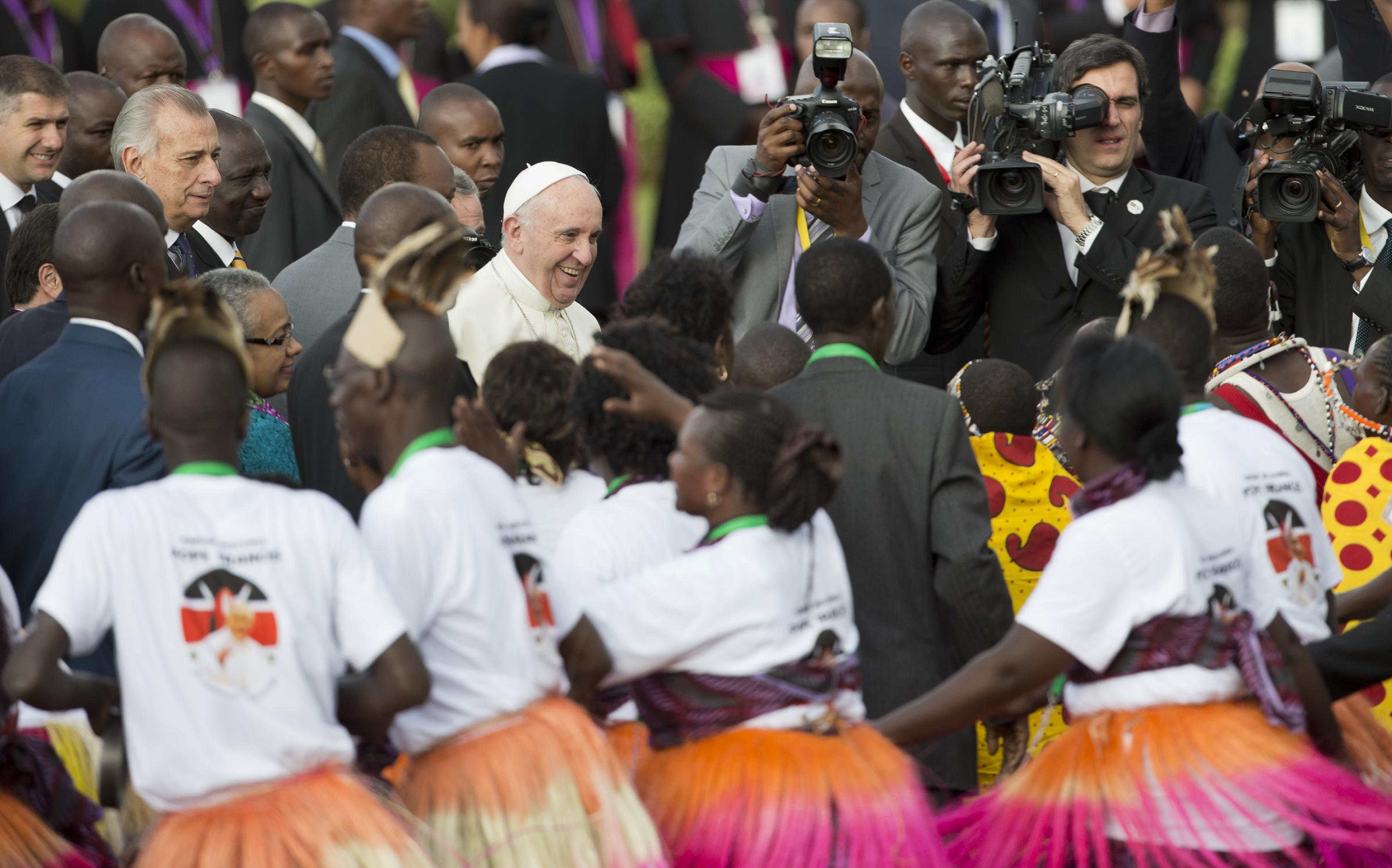 Pope urges Kenyans to work for peace