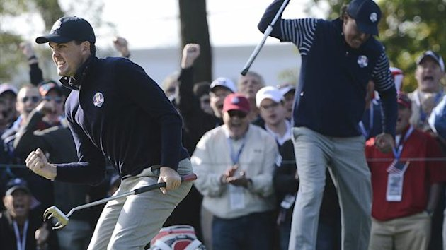 Keegan Bradley (l) and Phil Mickelson (r), Team USA
