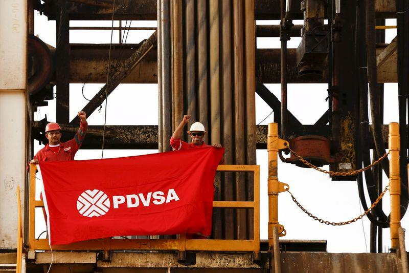 Venezuelan state firm PDVSA's oil revenue slips 7.6 percent in 2014
