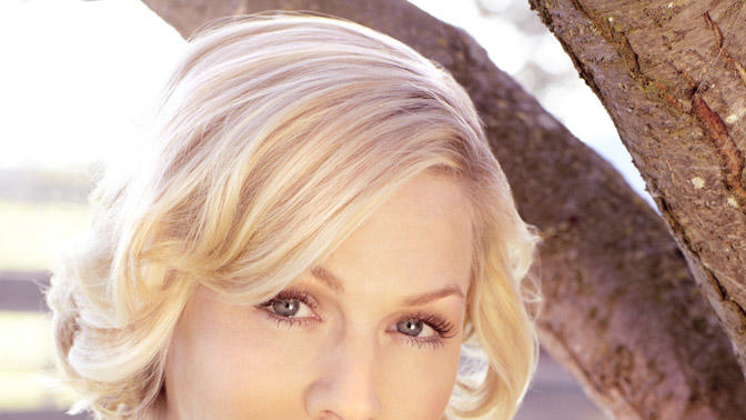 "Jennie Garth stars in ""Jennie Garth: Little Bit Country."""