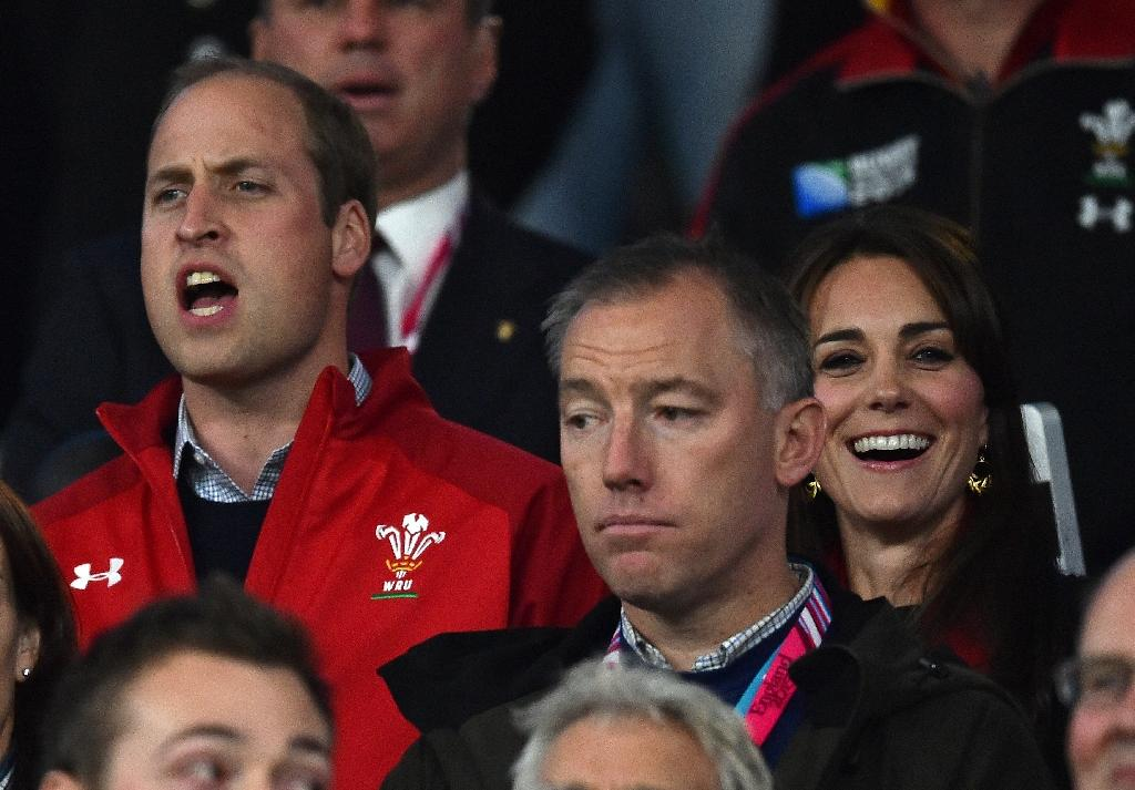 Prince William presents Wales shirts