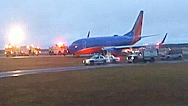 Southwest Plane Veers Off Runway (ABC News)
