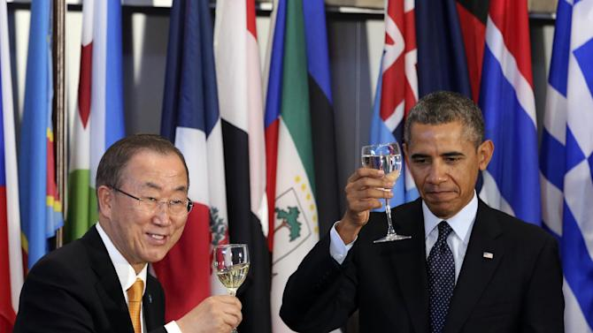 United Nations Secretary-General Ban Ki-moon, left, and U.S. President Barack Obama raise their glasses in a toast during a luncheon in honor of Heads of State and Government, Tuesday, Sept. 24, 2013 at United Nations headquarters. (AP Photo/Mary Altaffer)