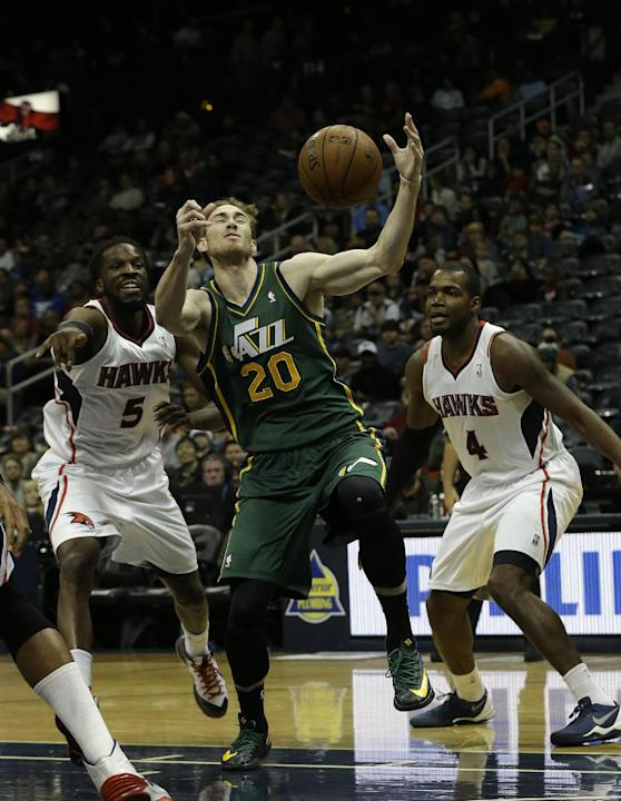 High-scoring Hawks roll past Jazz, 118-85