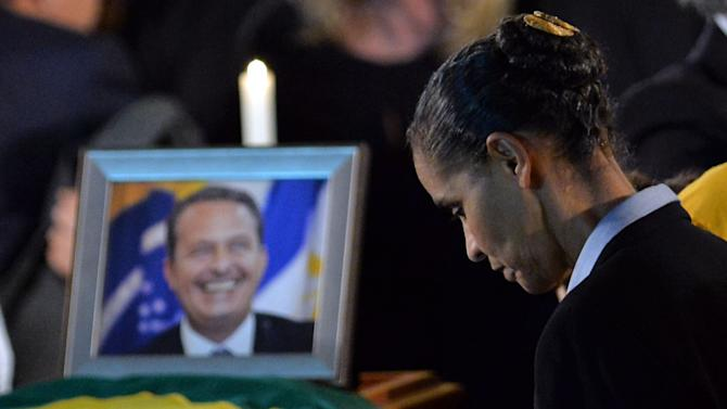 Late Brazilian socialist presidential candidate Eduardo Campos' running mate, Marina Silva, mourns next to his cofin at the Palacio do Campo das Princesas, in Recife, on August 16, 2014