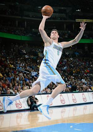 Nuggets win 15th straight, 101-95 over Kings