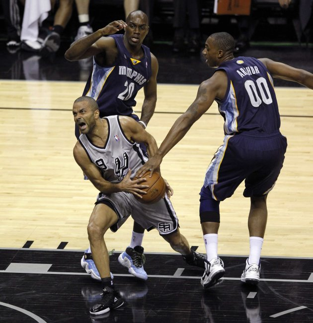 San Antonio Spurs guard Parker is stripped of the ball by Memphis Grizzlies Arthur as forward Pondexter looks on during the first half of Game 1 of their NBA Western Conference final playoff basketbal