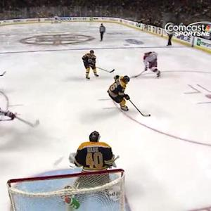 Ovechkin scores for his 800th career point
