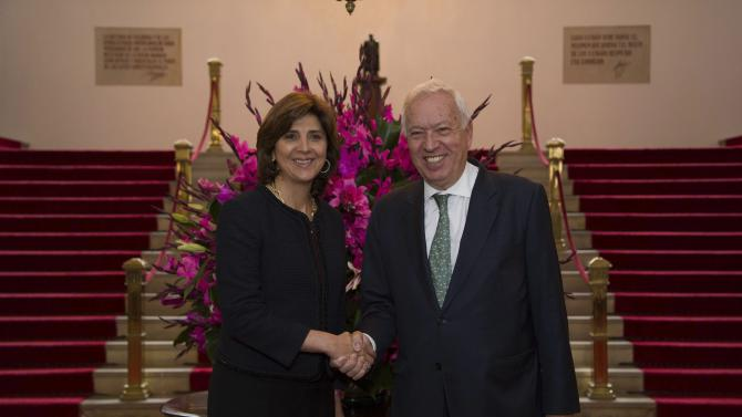 Colombia's Foreign Minister Holguin shakes hands with Spanish Foreign Minister Garcia-Margallo during a meeting at San Carlos palace in Bogota