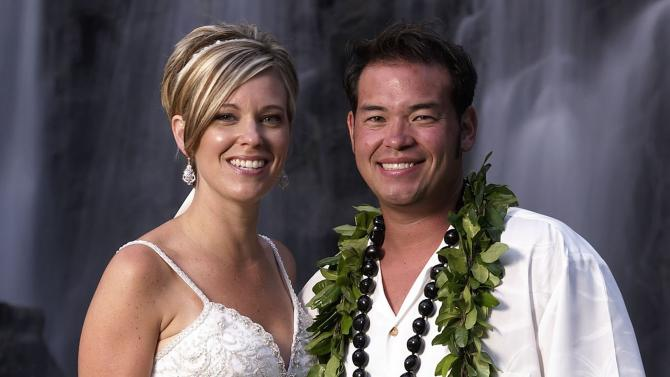 Kate Gosselin sues ex over book, alleges hacking