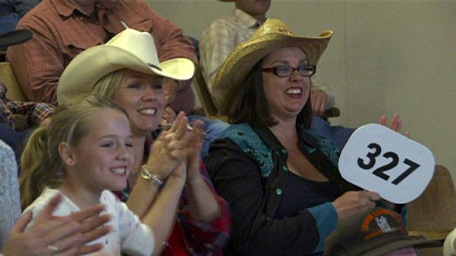 "Jennie decides to buy a cow on ""Jennie Garth: Little Bit Country."""