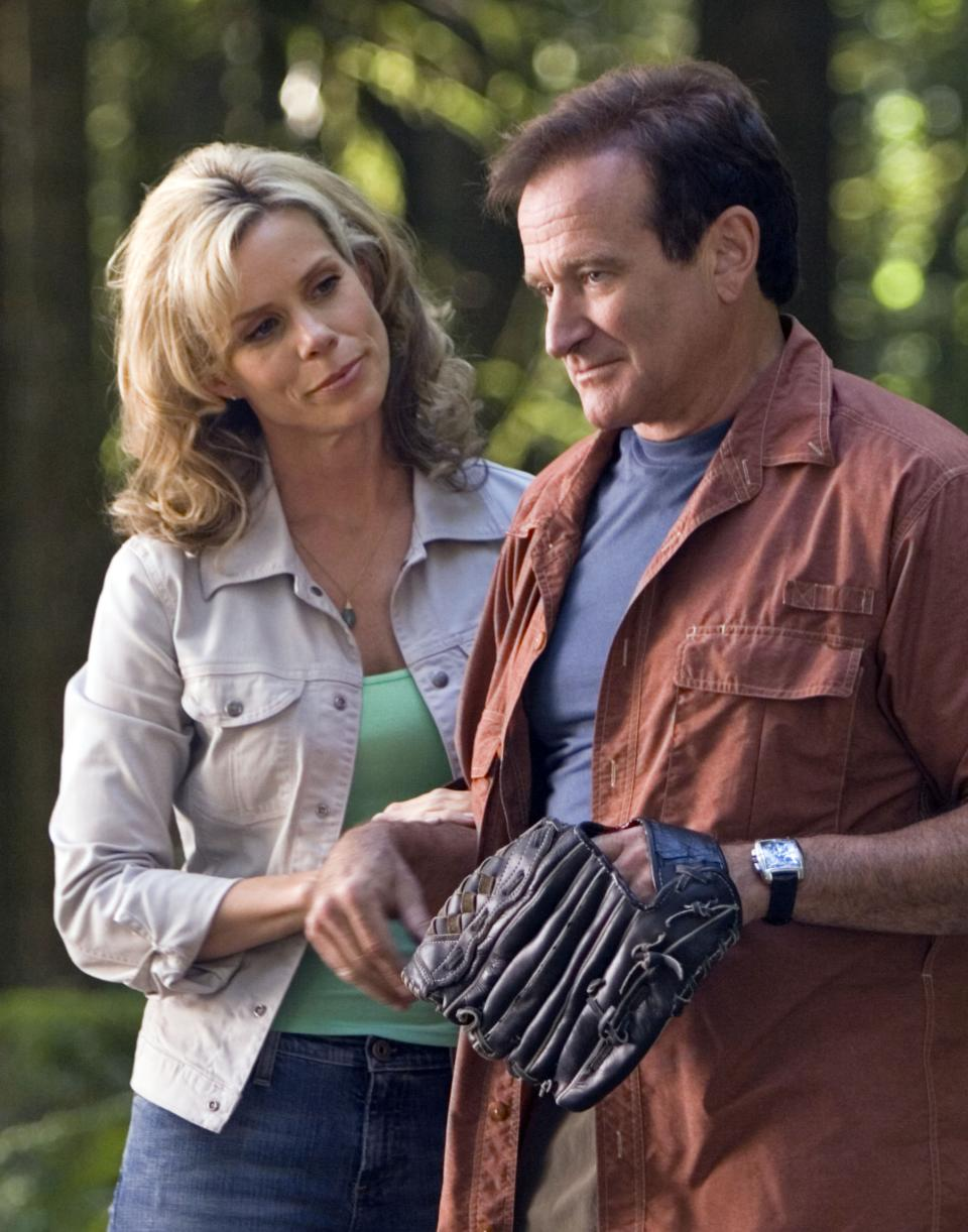 "This undated photo released by Columbia Pictures shows actress Cheryl Hines, left, and Robin Williams in a scene from the family-adventure comedy ""RV."" (AP Photo/Columbia Pictures, Joe Lederer)"