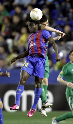 FILE - In this March 7, 2013, file photo, Levante's Obafemi Martins (24), of Nigeria, competes for the ball with Rubin Kazan's Ivan Marcano, rear, of Spain, during their Europa League round of 16 first-leg soccer match in Valencia, Spain. Martins said Monday, March 11, on Twitter that he is leaving Levante to join the Seattle Sounders MLS soccer club. (AP Photo/Alberto Saiz, File)