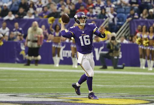 AP Source: Cassel to re-sign with Vikings