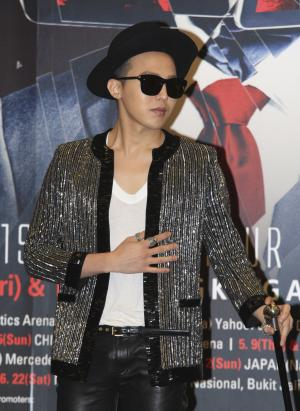 """South Korean singer G-Dragon attends a news conference to promote his world concert tour """"One of a Kind"""" in Hong Kong Friday, May 17, 2013. G-Dragon will hold his concert in May 17 and 18 here. (AP Photo)"""