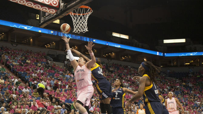 Moore scores career-high 35 as Lynx beat Fever