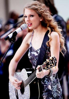 gty_taylor_swift_dm_110906_ssv.jpg