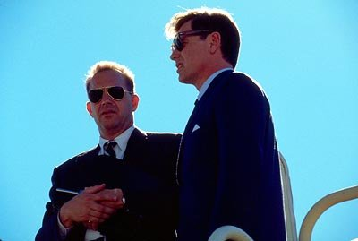 Kevin Costner (Kenny O'Donnell) and Bruce Greenwood (John F. Kennedy) in New Line's Thirteen Days