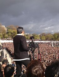 Psy Ramaikan Flashmob Gangnam Style Bersama Lebih dari 20.000 fans di Paris