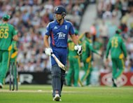 England&#39;s Alastair Cook (C) leaves the pitch after being bowled out by South Africa&#39;s Robin Peterson during their third ODI on August 31. He believes the team&#39;s best limited overs days are ahead of them even though they are now again the world&#39;s top-ranked side in 50-over international cricket