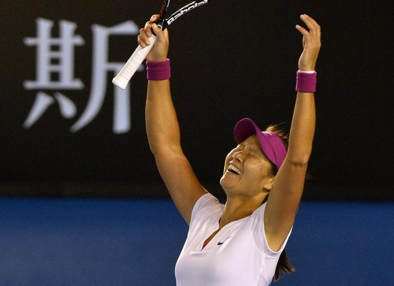 Li Na celebrates her victory over Dominika Cibulkova at the Australian Open in Melbourne on January 25, 2014