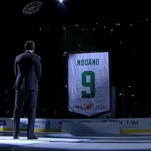 Stars lift the Mike Modano banner