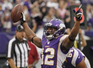 Peterson, Vikings hang on to beat Cardinals 21-14