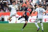 Paris Saint-Germain&#39;s French midfielder Jeremy Menez (C) vies with Sochaux&#39; French forward Rafael Dias (L) and Sochaux&#39; French midfielder Marvin Martin during the French L1 football match PSG vs. Sochaux at the Parc des Princes in Paris. Paris Saint-Germain defeated Sochaux 6-1