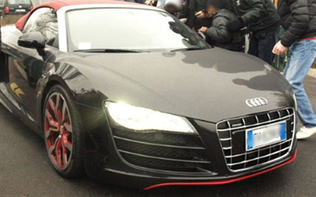 Pastore's Audi R8: not allowed near Zlatan's ride (sportune.fr)