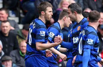 Stoke City 0-2 Manchester United: Van Persie ends goal drought and sends Red Devils 15 points clear