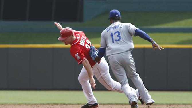 Hamilton helps Reds top Dodgers 4-3 in 10 innings