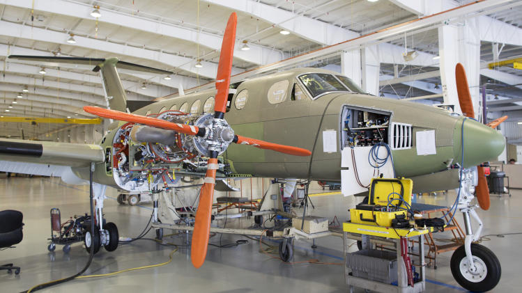 Beechcraft lands nearly $1.4 billion deal