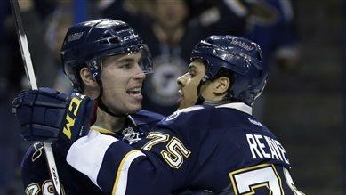 Reaves scores twice, backs Elliott in Blues' win