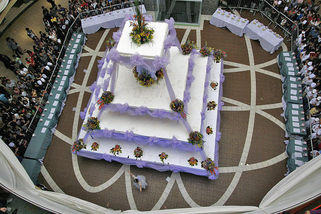A three-ton wedding cake