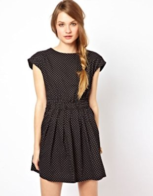 This tiny polka-dotted look has such an effortless feel.