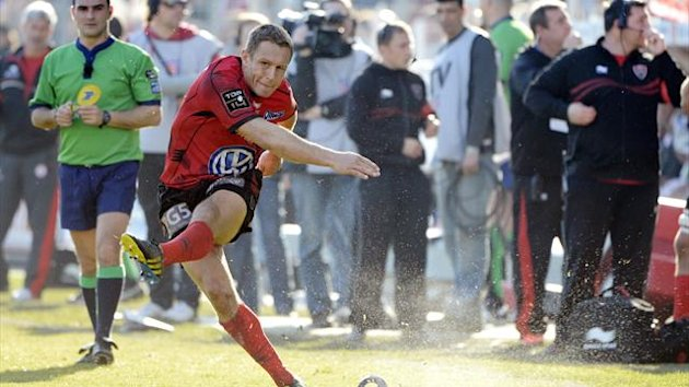Toulon's British fly-half Jonny Wilkinson hits a penalty kick during the French Top 14 rugby Union match Rugby Club Toulonnais vs Biarritz Olympique at the Mayol stadium (AFP)
