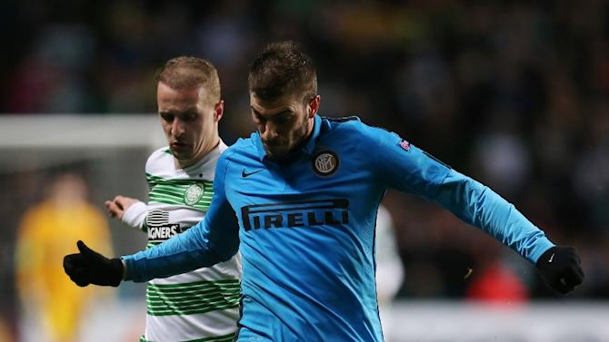 Celtic's Scottish striker Leigh Griffiths (L), seen here on February 19, 2015, scored a hat-trick and spurred Celtic to a 3-0 win away at Dundee United on Sunday