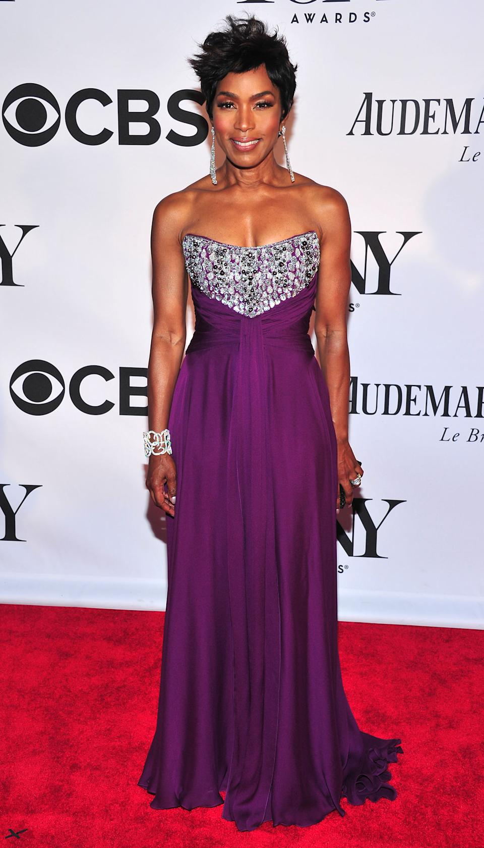Angela Bassett arrives on the red carpet at the 67th Annual Tony Awards, on Sunday, June 9, 2013 in New York. (Photo by Charles Sykes/Invision/AP)