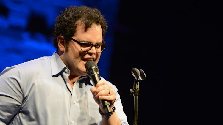 EXCLUSIVE CONTENT - Josh Gad performs during the Backstage at the Geffen gala at the Geffen Playhouse on Monday, May 13, 2013, in Los Angeles. (Photo by Jordan Strauss/Invision for Geffen/AP Images)