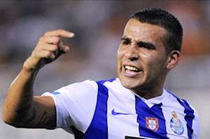 Manchester United launches 15 million euro bid for Porto defender Otamendi