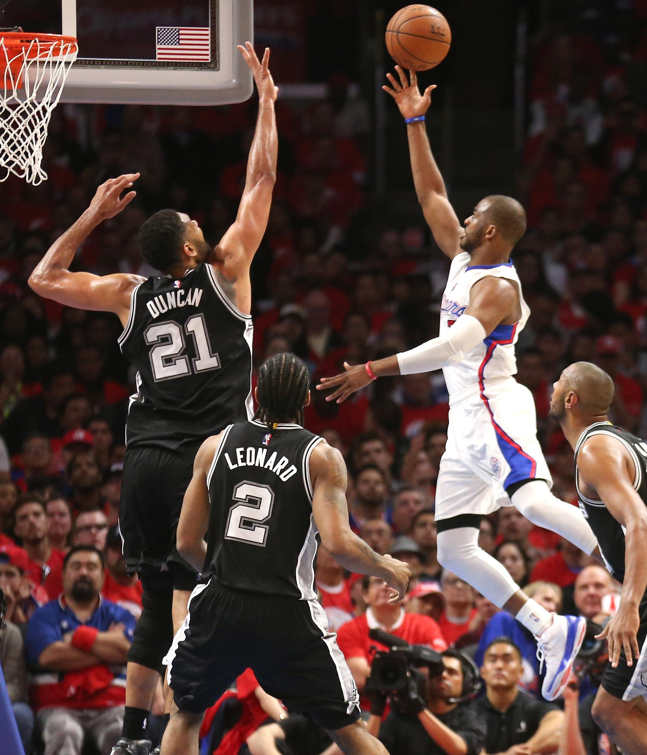 CP3, Griffin lead Clippers past Spurs 107-92 in opener