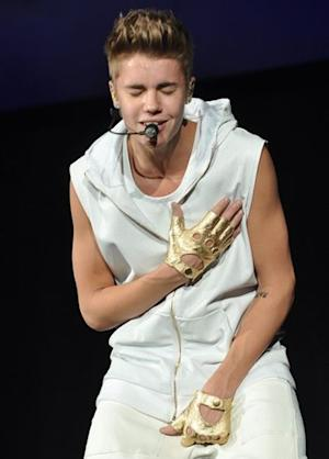 Justin Bieber Apologizes to Bill Clinton After Peeing in a Bucket: Other Bieb Apologies